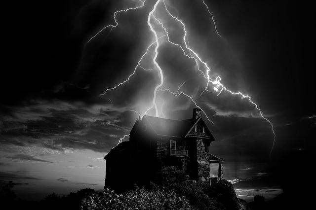 bouře nad domem