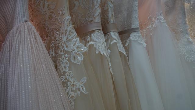 krajkované šaty