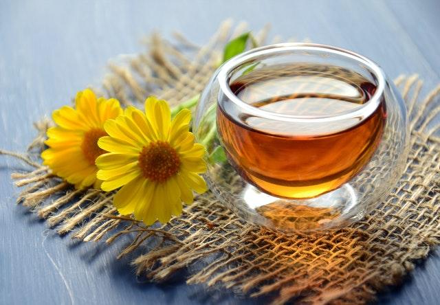 Čaj ve skleněné sklenici